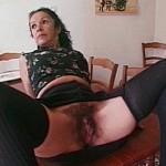 Femme de ménage maghrébine mature partouzée
