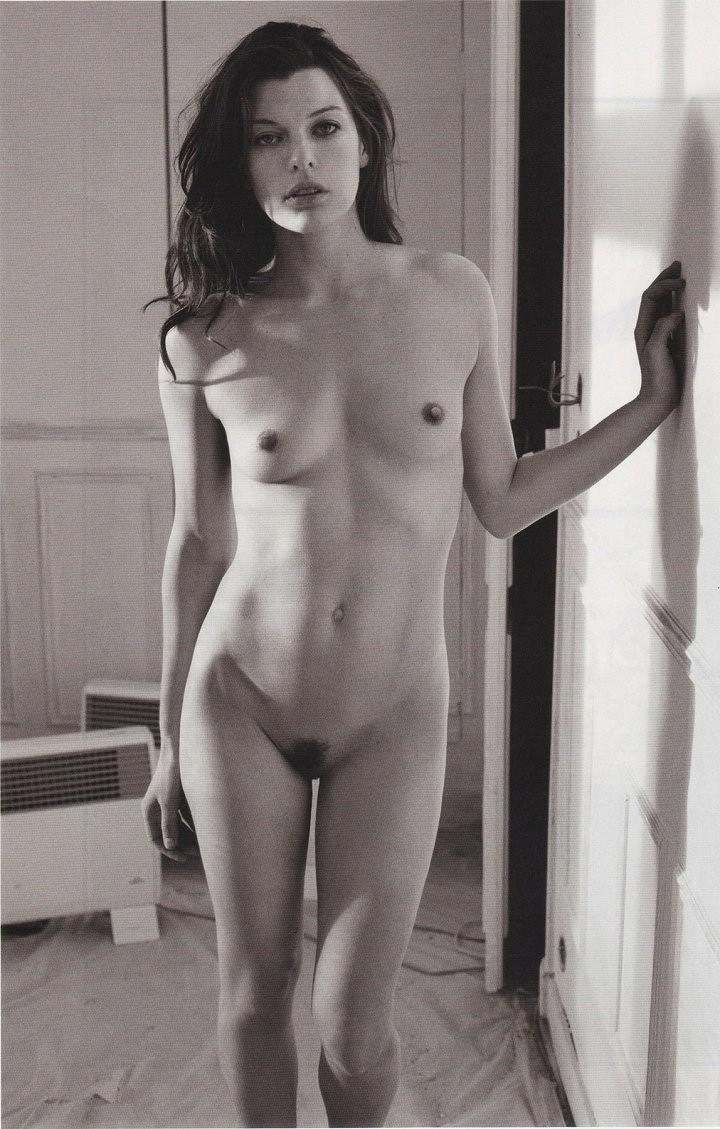 Milla Jovovich nue