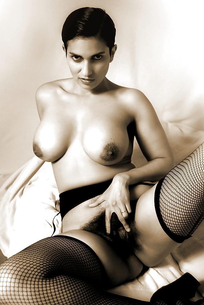 Heavily nude tattooed women
