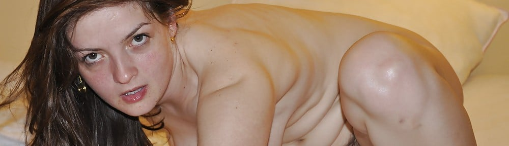 Mélanie, lyonnaise nue et poilue dans l'intimité
