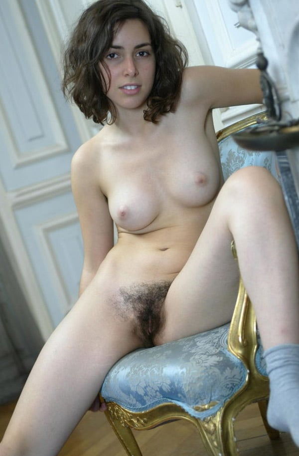 Constance, jeune bourgeoise au minou noir