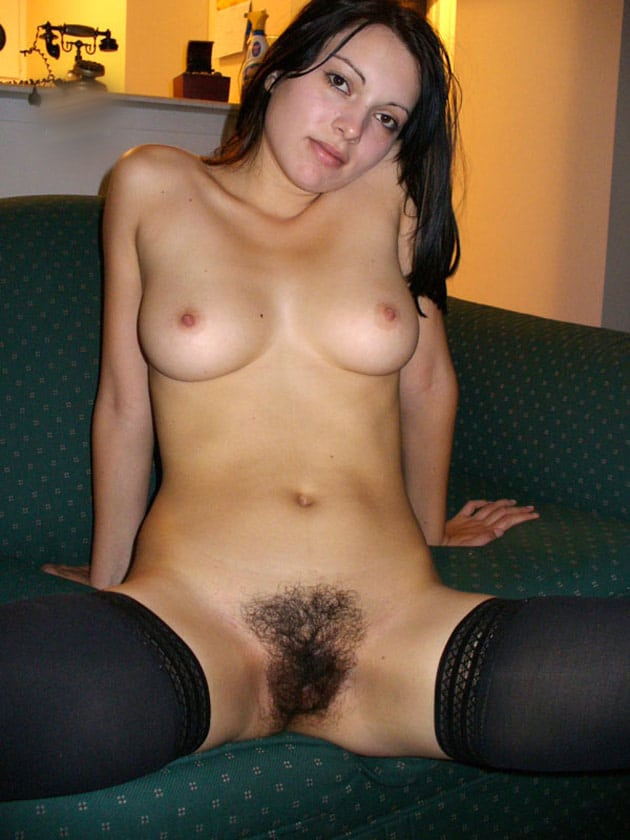 Hongroise touffue aux seins parfaits