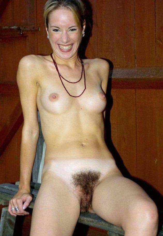 Maman aux dents jaunes et foufe noire