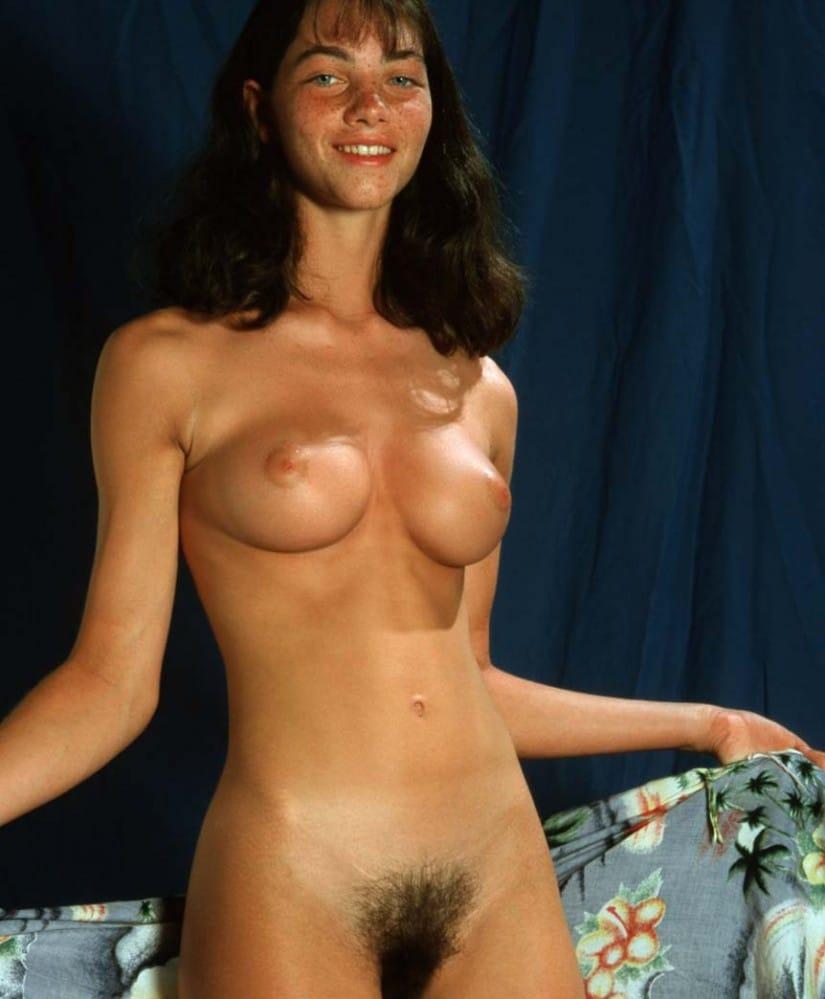 Angélique, babe aux seins ronds et au minou velu