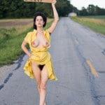 Autostoppeuse velue sans culotte