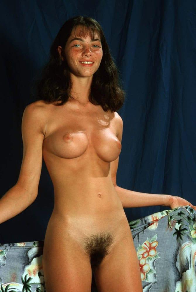 Gaëlle, brunette aux seins parfaits 3