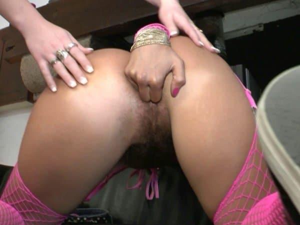Jeux sexuels dans les trous poilus d'Ivannah