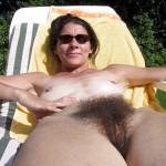 Marie-Ange, MILF naturiste au gros buisson