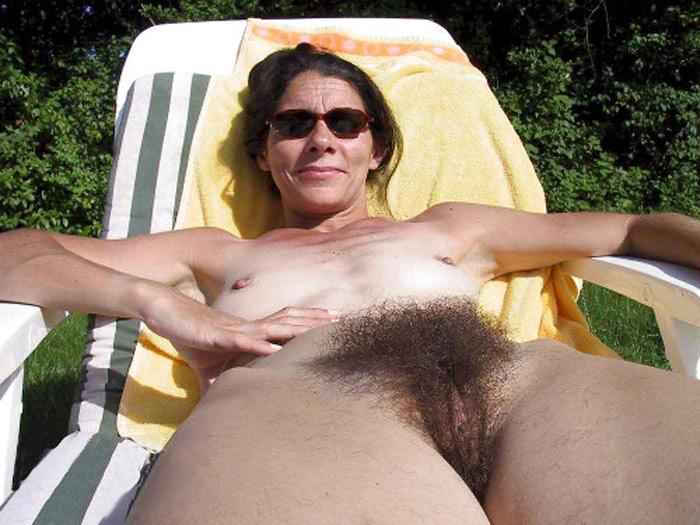 Marie-Ange, MILF naturiste nue