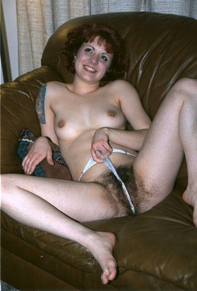 Femme mure fournie de la motte