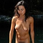 Claire, milf brune hot nue à touffe noire