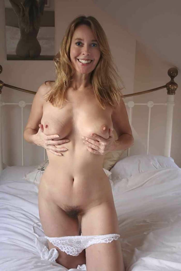constance-grande-blonde-sensuelle-foufe-soyeuse