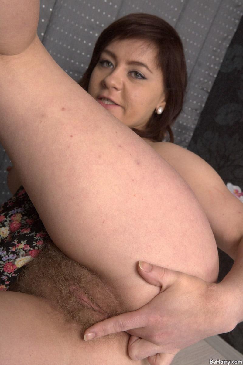 irina-long-chatte-touffue-masturbation-anale-3