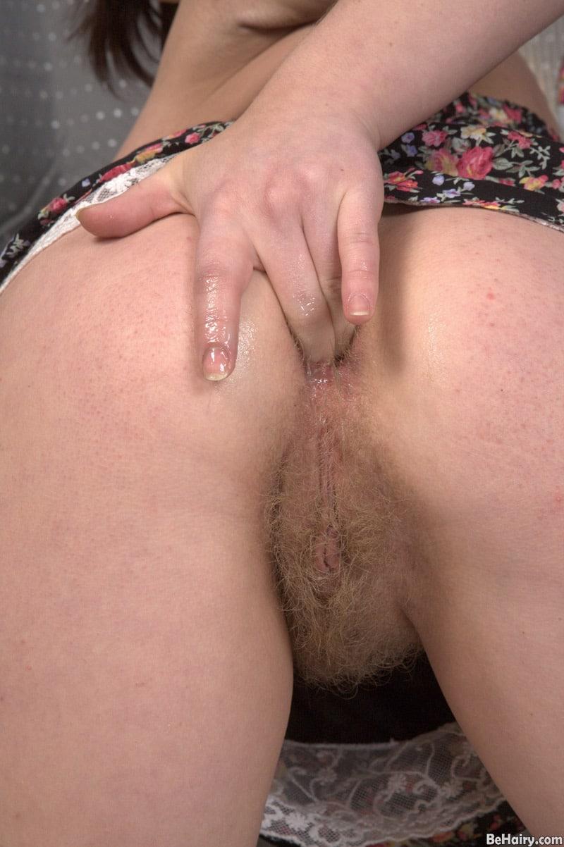 irina-long-chatte-touffue-masturbation-anale-5
