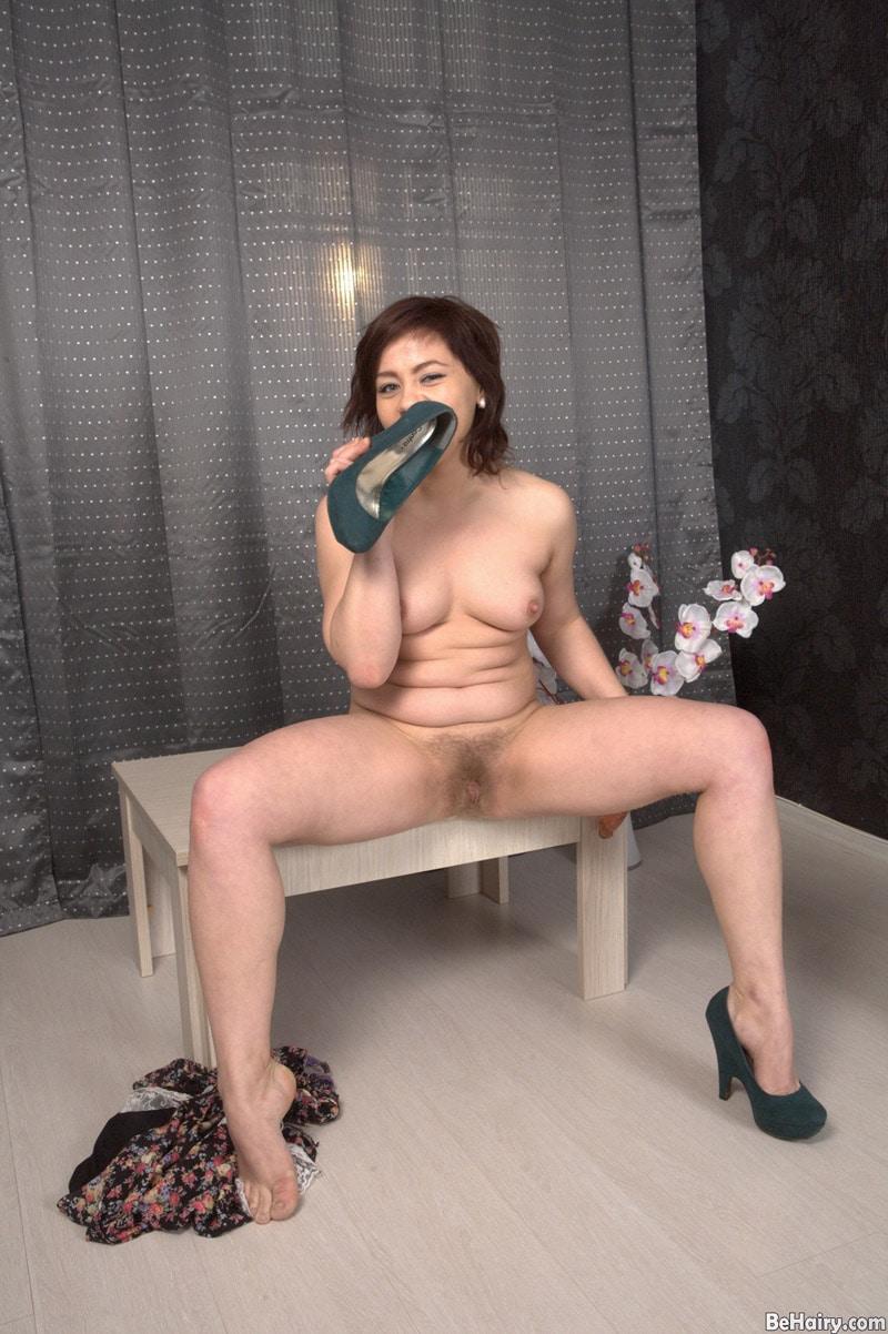 irina-long-chatte-touffue-masturbation-anale-6
