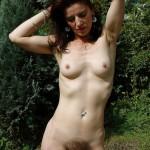 Fanny, femme naturiste à la foufe chaotique