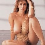 Marlène, Milf super sexy à gros seins à la chatte soyeuse