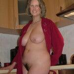 Clothilde, femme au foyer belles miches et duvet vaginal noir
