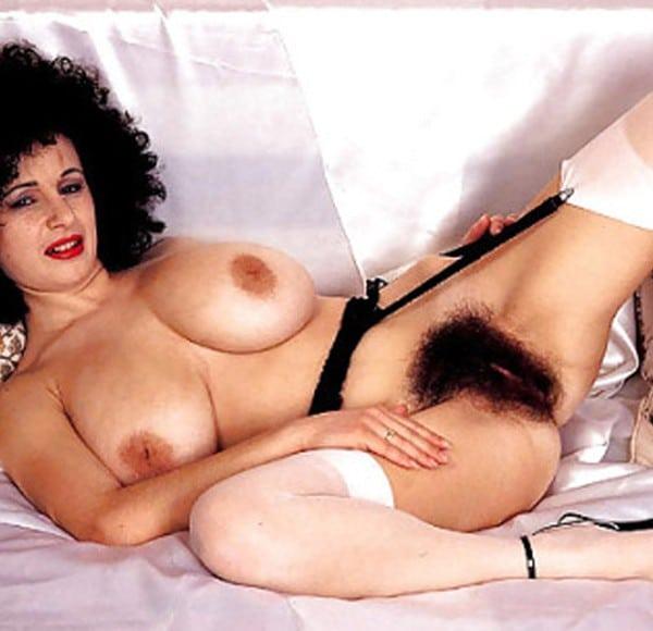 Vieilles femmes sexy et avec des seins tombants