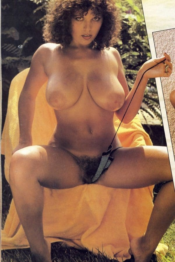 bombe-sexuelle-annees-70-enormes-nichons