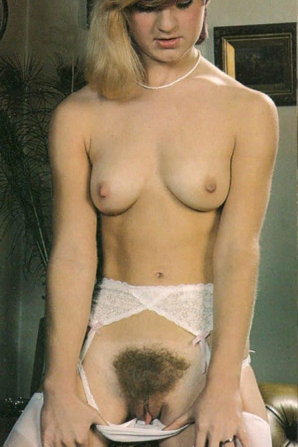 brigitte-bourgeoise-blonde-gros-paillasson-vagin