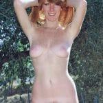 Aurianne rousse nue naturelle au minou velu