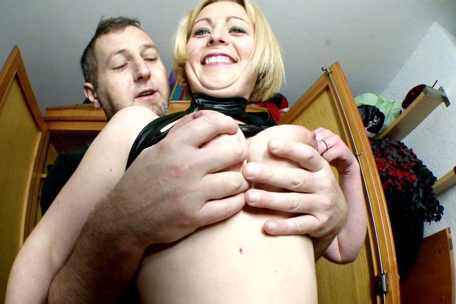 Marion blonde poilue grassouillette enculée 1