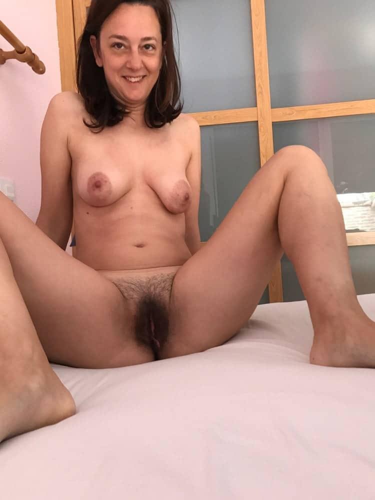 Anne, femme au foyer minou poilu 1