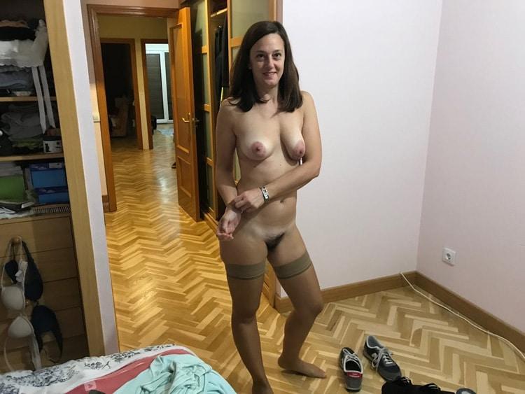 Anne, femme au foyer minou poilu 10