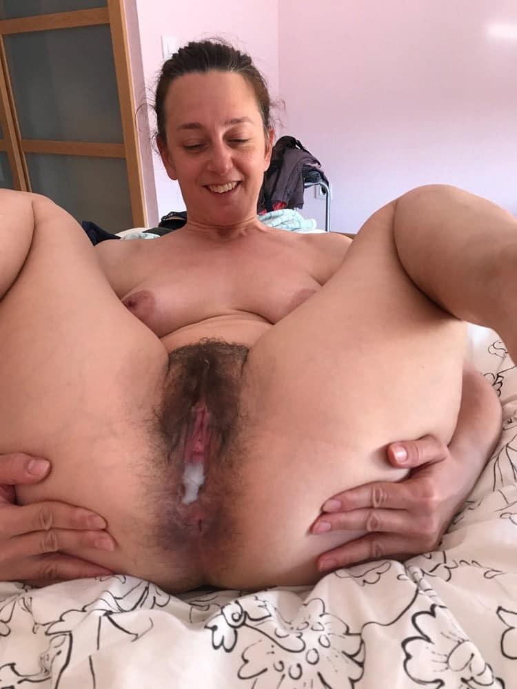 Anne, femme au foyer minou poilu 2